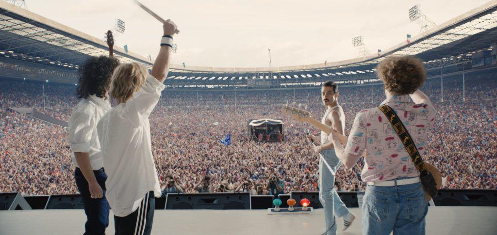 Queen en Live Aid 1985. Gwilym Lee (Brian May), Ben Hardy (Roger Taylor), Rami Malek (Freddie Mercury) y Joe Mazzello (John Deacon). Bohemian Rhapsody.